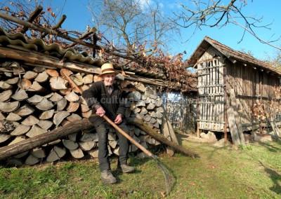 Costas Dumitrescu - Batranete haine grele - Urmenis
