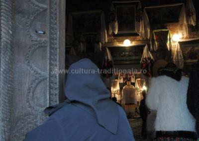 Felician_Sateanu - La biserica - Hoteni