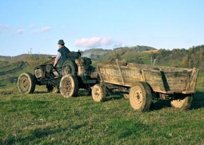 Felician_Sateanu - Pe ogor cu tractorul artizanal - Cupseni