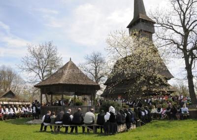 Felician_Sateanu - Slujba la biserica monument - Desesti