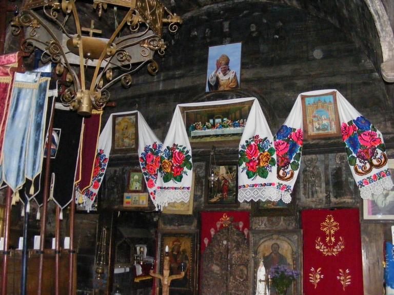 Interior biserica de lemn din lapus