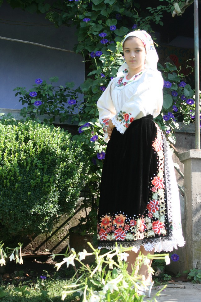 costum traditional din cernesti