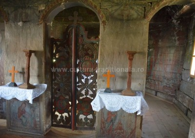 daniela stanoiu - corund - biserica monument interior