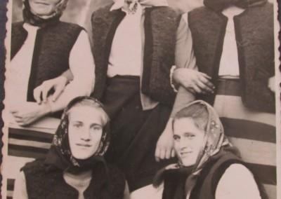 Grup de femei  din Sârbi