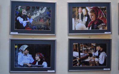 """Expoziţia """"Fotoetnografica"""" pe simeze sătmărene"""